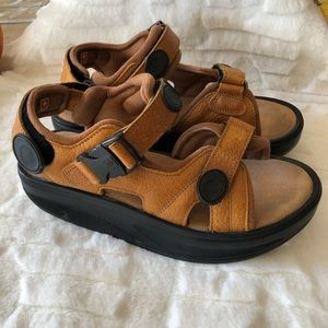 MBT Shoes - MBT Physiological Footwear Brown Samdals Size 8